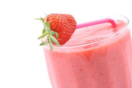 Entfernen Sie Fett mit Erdbeeren