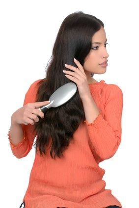 fettige haare mit schuppen